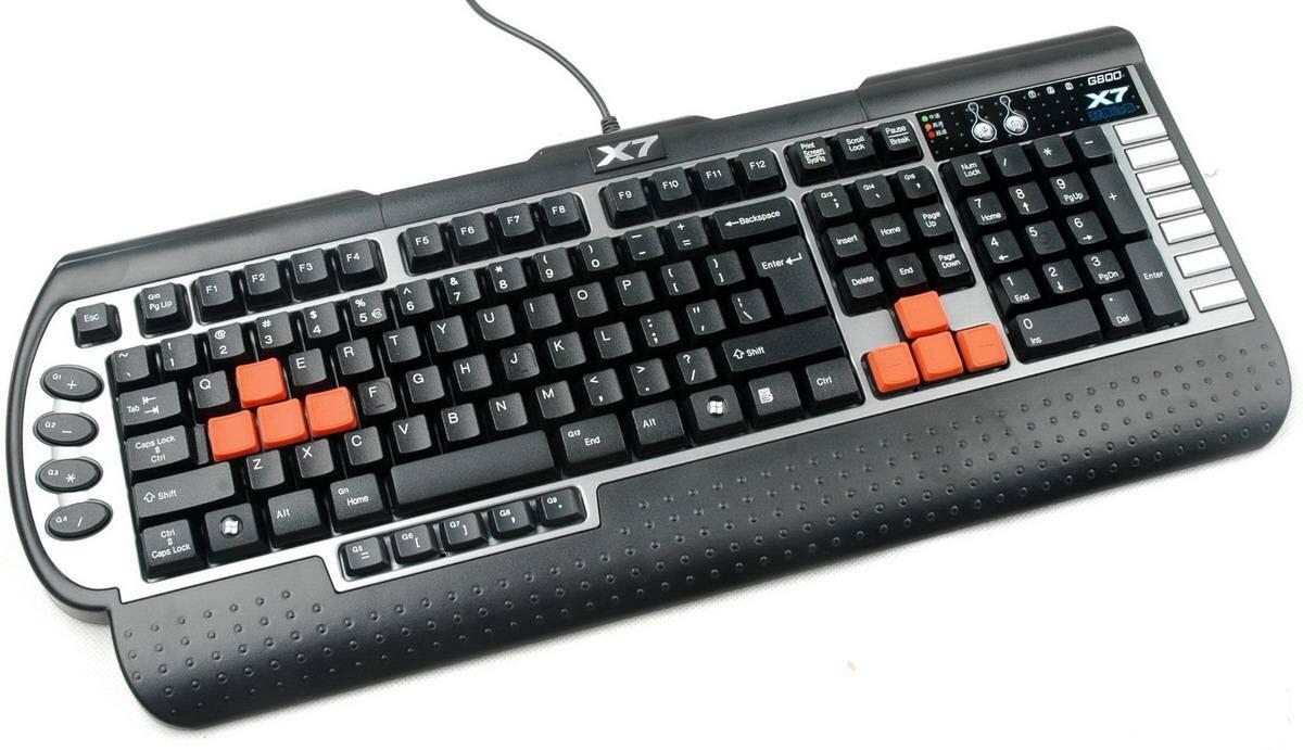 عندما يضغط يضاء الضوء الخاص به على يمين لوحة المفاتيح فيتغير حجم الحرف من  صغير إلى كبير و عندما يضغط ويطفأ الضوء يتغير ...