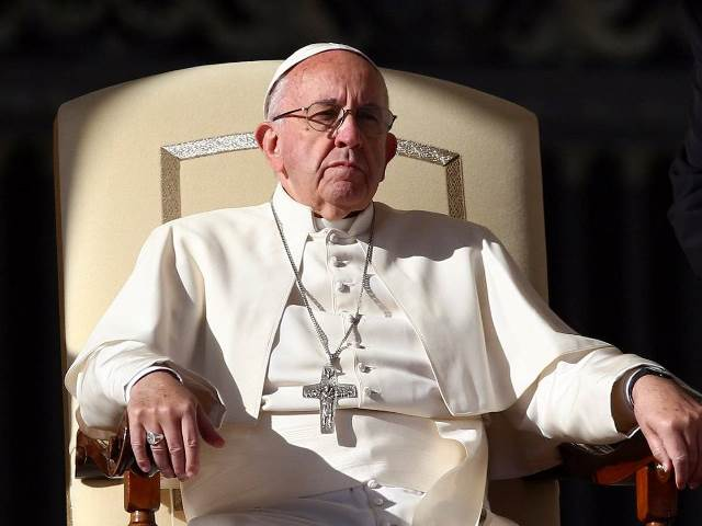 pope-francis-lives-in-a-three-room-dorm_963179