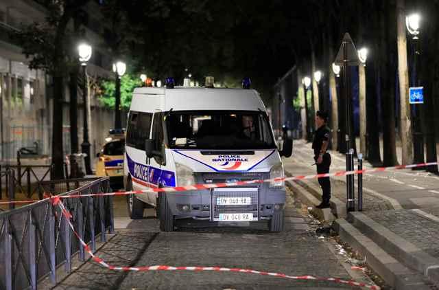 781924-سيارات-الشرطة-بموقع-الحادث