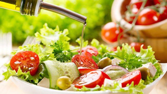 السلطة الخضراء منها وجبات يفضل تجنبها في المطاعم Elmarada