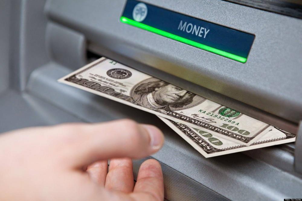 ردود الفعل على الإجراءات المقيّدة لسحب الاموال وتحويلها، والتصرف بالمدّخرات تتّصف بالسلبية.