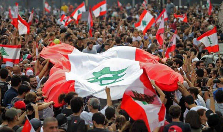 لا ترغب بخيارات راديكالية.. المقاومة والحراك: ثلاث معادلات حاكمة في لبنان