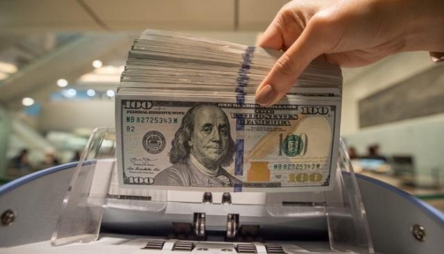 تراجع سعر صرف الدولار لدى الصيارفة يتعلّق بثقة المُجتمع الدولي بالحكومة