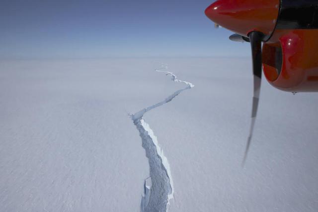 Antarctica_Brunt_Iceberg_76494--478fd